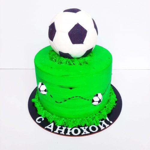 Торт футбольный мяч на поле