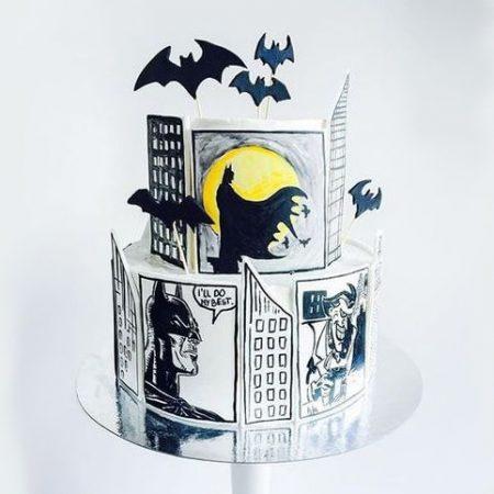 Торт с рисунками Бэтмена