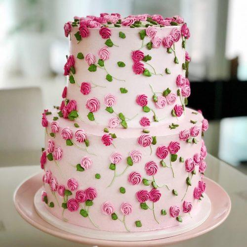 Кремовый свадебный торт в розочку
