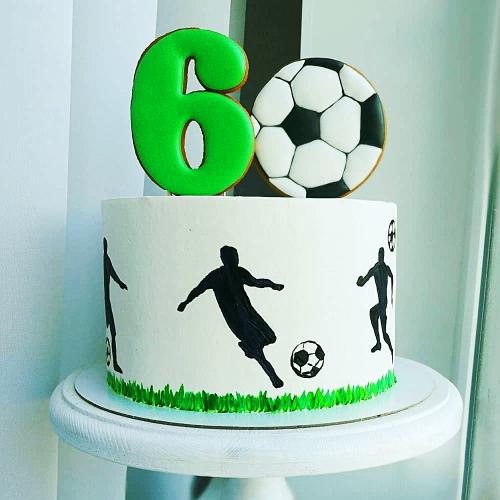 Торт футболисту на 6 лет с топперами