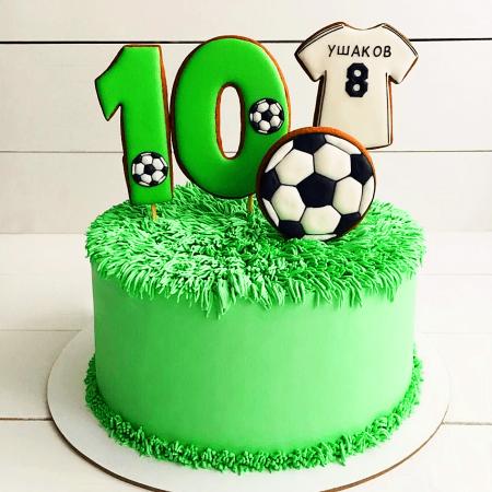 Торт на тематику футбола с топперами на 10 лет мальчику