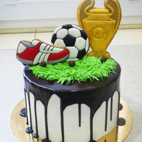 Торт с кубком мячом и бутсами