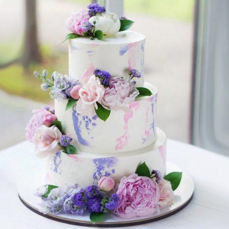 Свадебный торт в сиреневых тонах