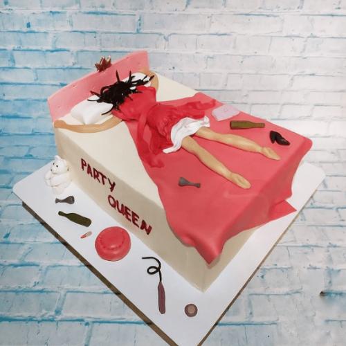 Торт с девушкой в кровати