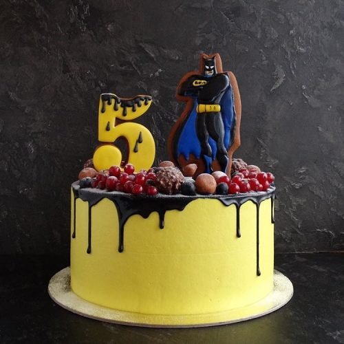 Торт Бэтмен с ягодами