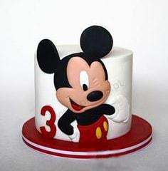 Белый торт с Микки маусом