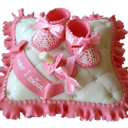 Торт на годик для девочки с пинетками