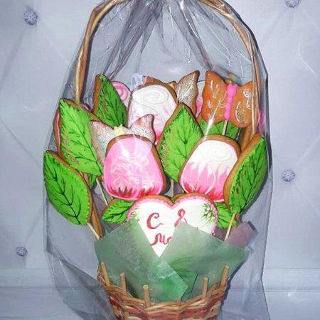 Пряничная корзинка с ароматными розами.