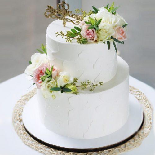 Свадебный торт с топпером