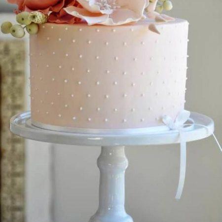 Розовый торт с цветами