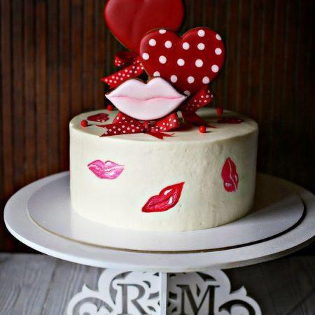 Торт поцелуй с топперами