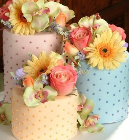 Торт с палевыми цветами