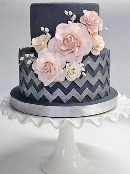 Чёрный торт с розами