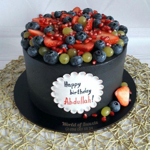 Черный торт с надписью