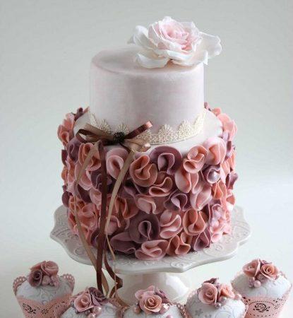 Торт свадебный с кремом