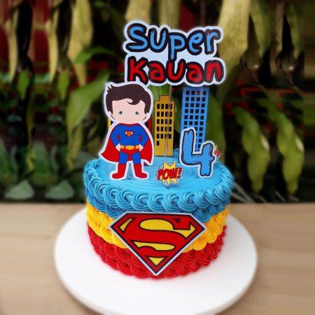 Торт супермен для маленьких