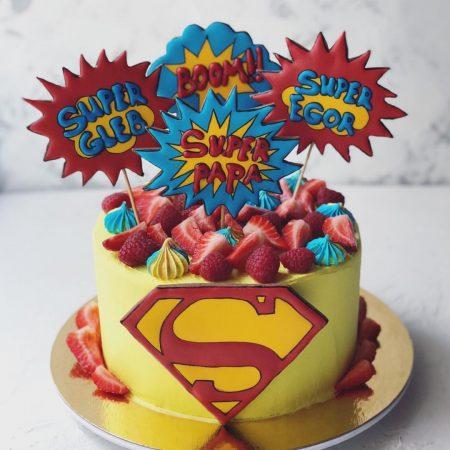 Торт с буквой S и топперами