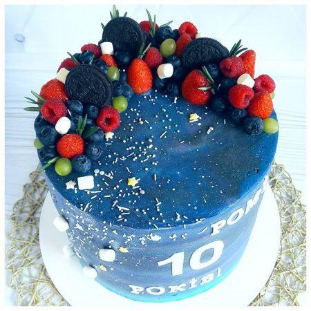 Торт в космической тематике на 10 лет