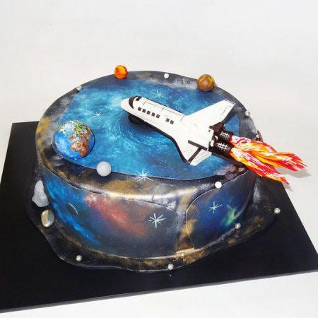 Торт космос с шатлом