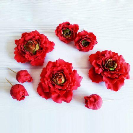 Красные цветы пионы с мастики