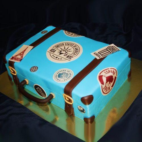 Торт чемодан голубого цвета с надписями