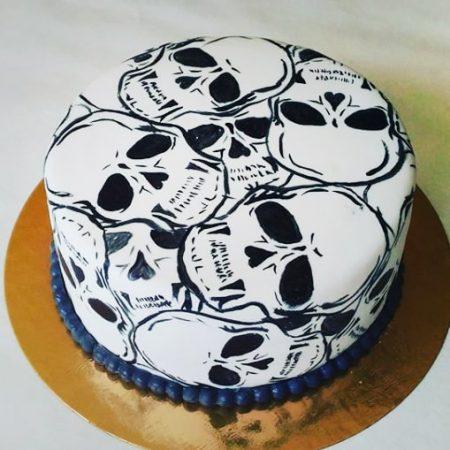 Торт в виде черепа