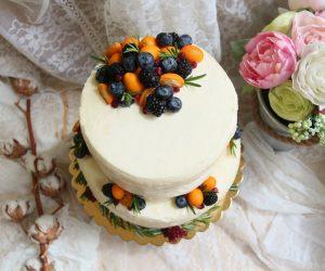 Кремовый торт с ягодами
